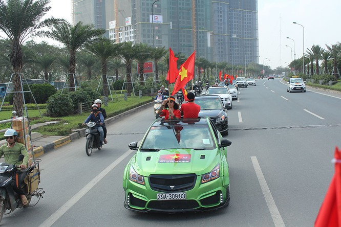 Đoàn diễu hành dẫn đầu bởi những chiếc xe Cruze đã được chủ xe độ theo phong cách riêng đầy cá tính