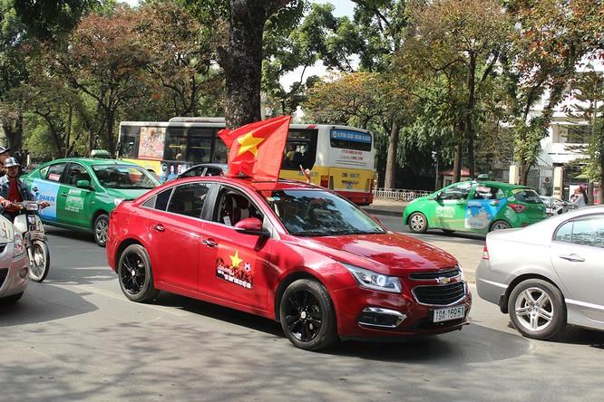 Đoàn xe diễu hành qua các tuyến phố chính của Hà Nội