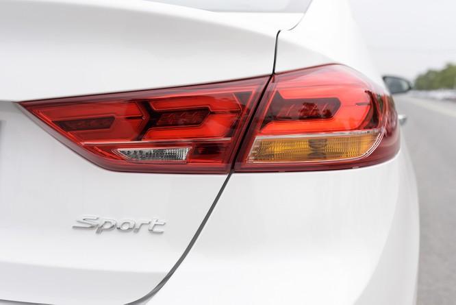 Hyundai Elantra Sport động cơ Turbo ra mắt khách hàng Việt, giá 729 triệu ảnh 11