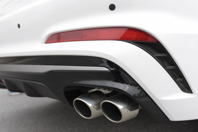 Hyundai Elantra Sport động cơ Turbo ra mắt khách hàng Việt, giá 729 triệu ảnh 12