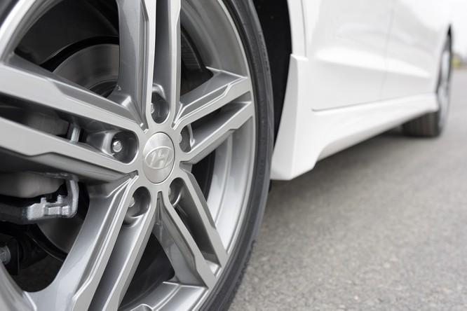 Hyundai Elantra Sport động cơ Turbo ra mắt khách hàng Việt, giá 729 triệu ảnh 13