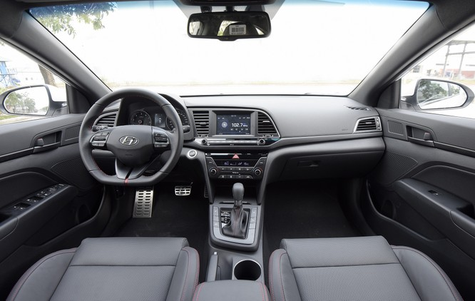 Hyundai Elantra Sport động cơ Turbo ra mắt khách hàng Việt, giá 729 triệu ảnh 3