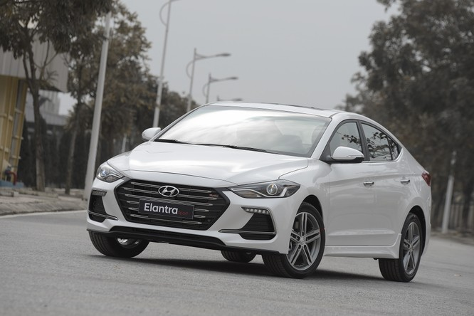 Hyundai Elantra Sport động cơ Turbo ra mắt khách hàng Việt, giá 729 triệu ảnh 6