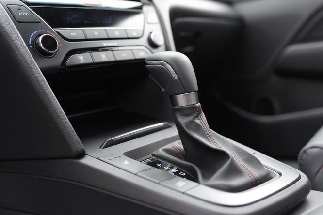 Hyundai Elantra Sport động cơ Turbo ra mắt khách hàng Việt, giá 729 triệu ảnh 17