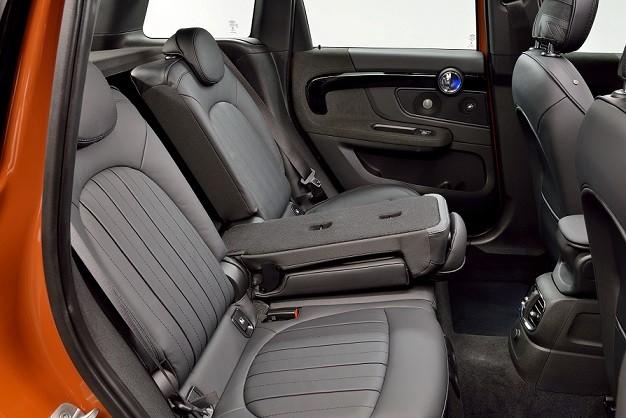 không gian nội thất với năm chỗ ngồi chính cùng khoang hành lý được gia tăng sự linh hoạt gần như hoàn hảo