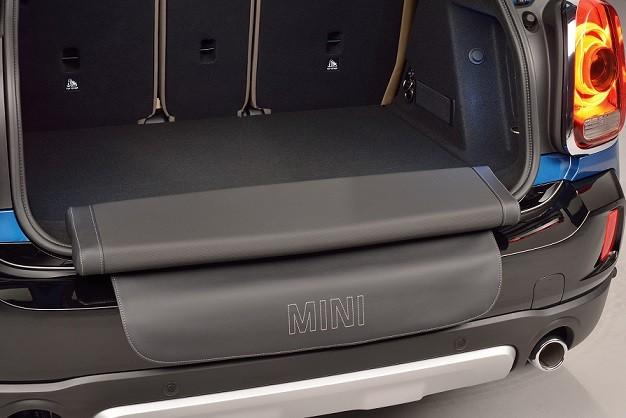 Điểm đặc biệt nhất của phiên bản chính là Picnic Bench – một băng ghế phụ được gấp gọn trong không gian khoang hành lý