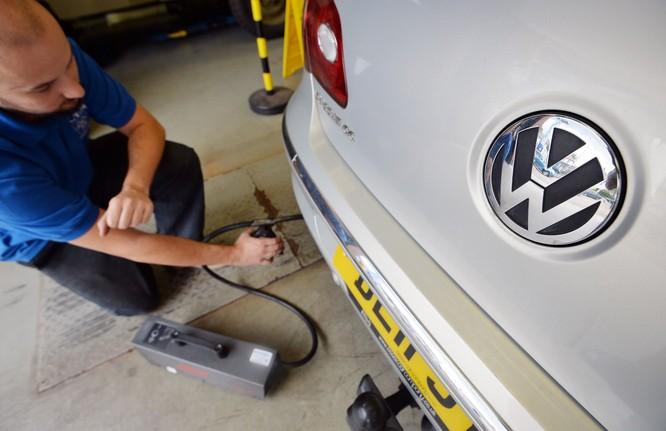 Các hãng xe Đức lấy người ra làm thử nghiệm khí thải ảnh 2