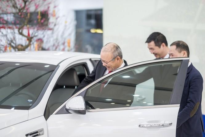 Thaco trao tặng xe Kia Optima cho HLV Park Hang Seo ảnh 2