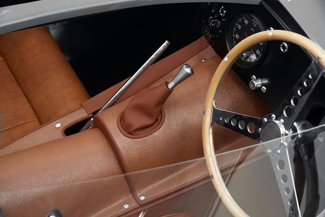 Jaguar hồi sinh mẫu xe đua huyền thoại D-Type ảnh 6