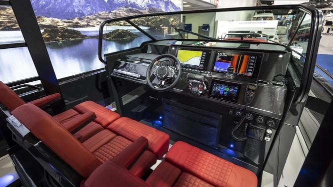 Brabus Shadow 800: Chiếc sedan thể thao trên biển ảnh 1