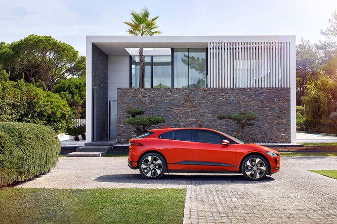 Jaguar I-PACE 2019: Quyết đấu đầu với đối thủ Tesla ảnh 8