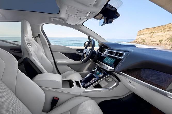 Jaguar I-PACE 2019: Quyết đấu đầu với đối thủ Tesla ảnh 20