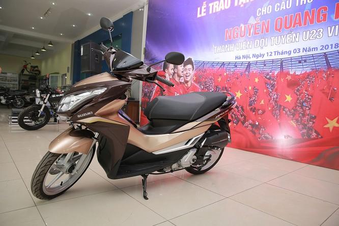Đến giờ quà của Suzuki Việt Nam mới tới tay tuyển thủ Quang Hải ảnh 4