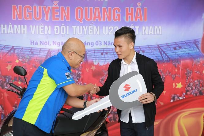 Đến giờ quà của Suzuki Việt Nam mới tới tay tuyển thủ Quang Hải ảnh 1