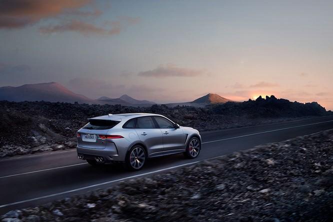 Jaguar trình làng F-PACE SVR, thách thức Porsche Cayenne S ảnh 4