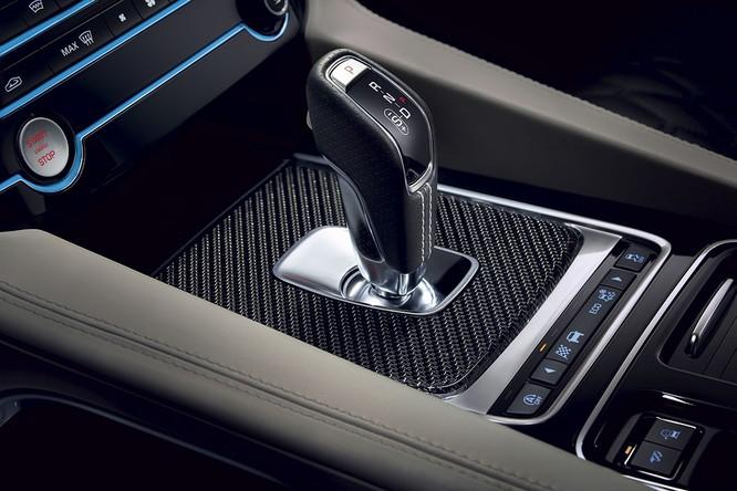 Jaguar trình làng F-PACE SVR, thách thức Porsche Cayenne S ảnh 12