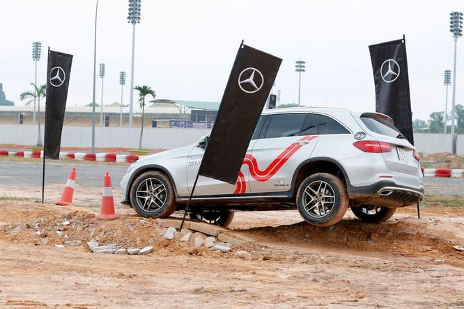 Học viện lái xe an toàn Mercedes-Benz 2018 có gì mới? ảnh 13