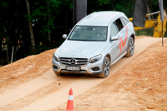 Học viện lái xe an toàn Mercedes-Benz 2018 có gì mới? ảnh 14