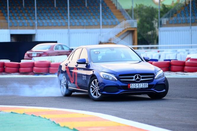 Học viện lái xe an toàn Mercedes-Benz 2018 có gì mới? ảnh 3