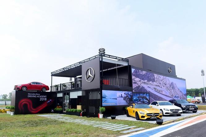 Học viện lái xe an toàn Mercedes-Benz 2018 có gì mới? ảnh 17