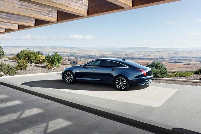 Kỷ niệm 50 năm dòng XJ, Jaguar ra mắt phiên bản đặc biệt XJ50 ảnh 4