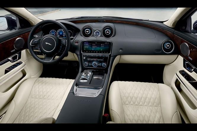 Kỷ niệm 50 năm dòng XJ, Jaguar ra mắt phiên bản đặc biệt XJ50 ảnh 2