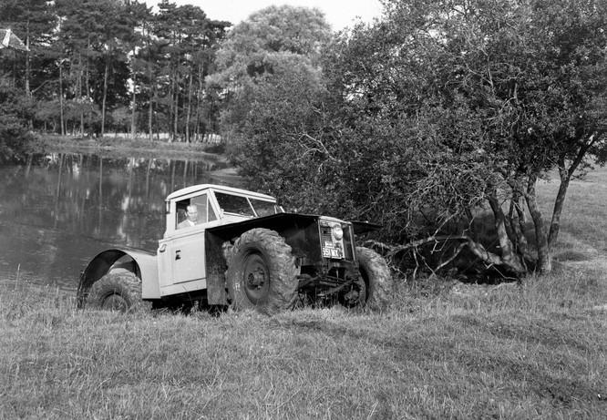 Nhìn lại 70 năm lịch sử của Land Rover qua từng tấm hình ảnh 12
