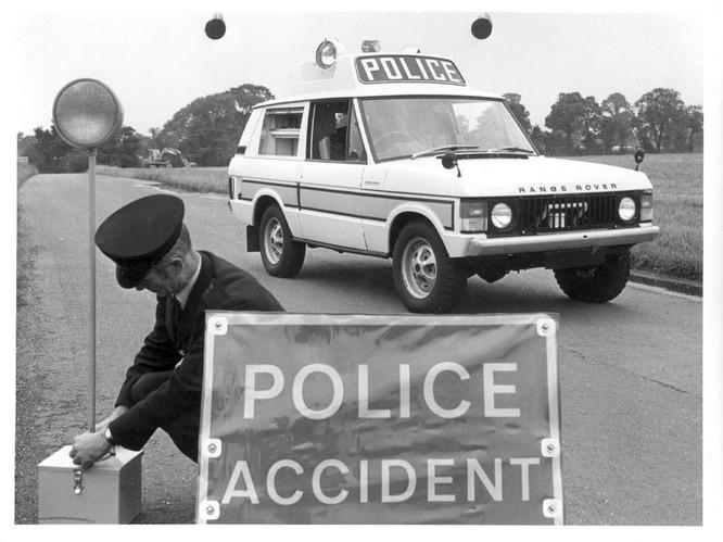 Nhìn lại 70 năm lịch sử của Land Rover qua từng tấm hình ảnh 15