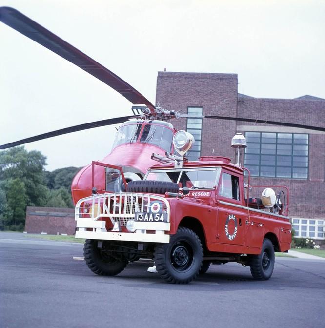 Nhìn lại 70 năm lịch sử của Land Rover qua từng tấm hình ảnh 17