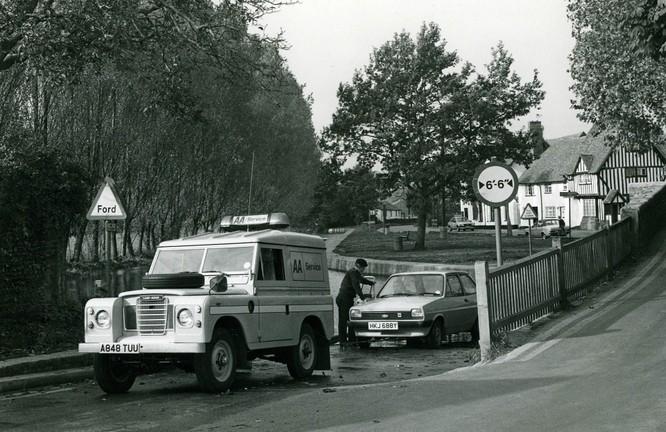 Nhìn lại 70 năm lịch sử của Land Rover qua từng tấm hình ảnh 18