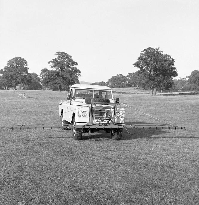 Nhìn lại 70 năm lịch sử của Land Rover qua từng tấm hình ảnh 21