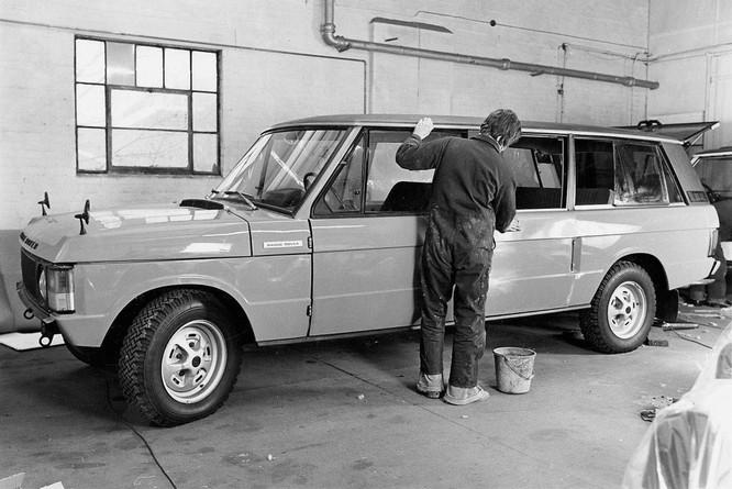 Nhìn lại 70 năm lịch sử của Land Rover qua từng tấm hình ảnh 23
