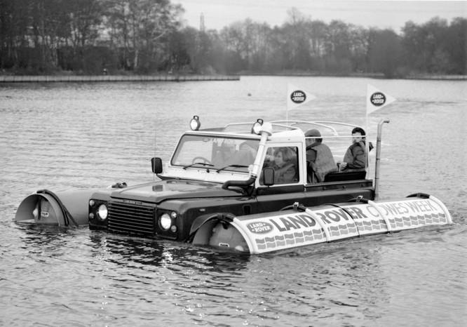 Nhìn lại 70 năm lịch sử của Land Rover qua từng tấm hình ảnh 29
