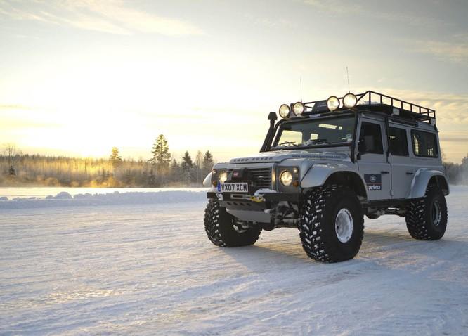 Nhìn lại 70 năm lịch sử của Land Rover qua từng tấm hình ảnh 10