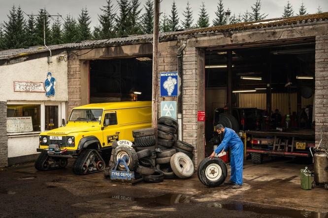 Nhìn lại 70 năm lịch sử của Land Rover qua từng tấm hình ảnh 11