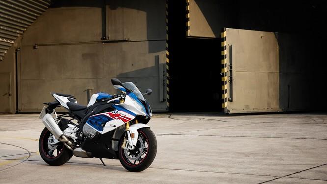 Giá bán loạt xe của BMW Motorrad bất ngờ giảm tới 200 triệu ảnh 6