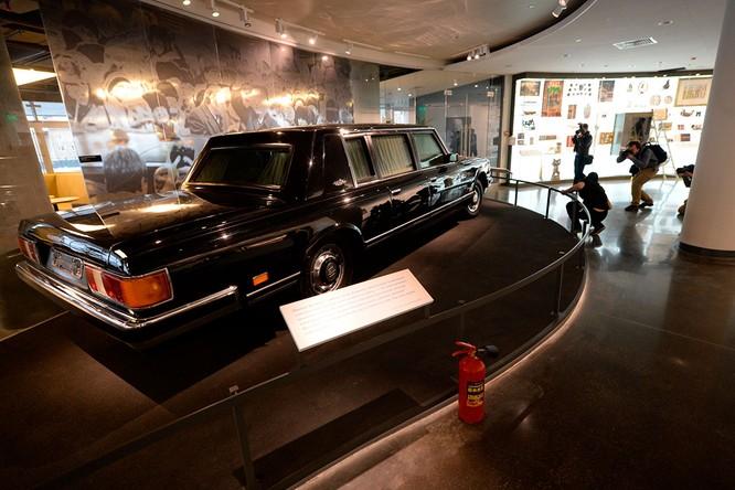 Khám phá chiếc Limousine mới của Tổng thống Nga Putin trong ngày lễ nhậm chức ảnh 2