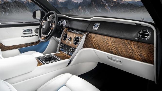 Rolls-Royce Cullinan 2018: Chiếc SUV siêu sang đáng mong đợi của năm 2018 ảnh 22