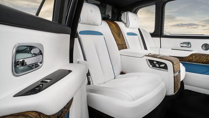 Rolls-Royce Cullinan 2018: Chiếc SUV siêu sang đáng mong đợi của năm 2018 ảnh 23