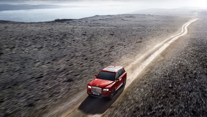 Rolls-Royce Cullinan 2018: Chiếc SUV siêu sang đáng mong đợi của năm 2018 ảnh 2