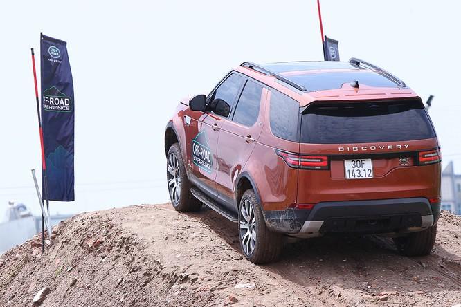 Với Land Rover, một tay mơ cũng có thể trở thành một chuyên gia Off-road ảnh 6