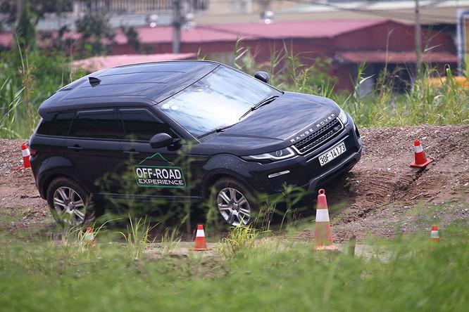 Với Land Rover, một tay mơ cũng có thể trở thành một chuyên gia Off-road ảnh 7