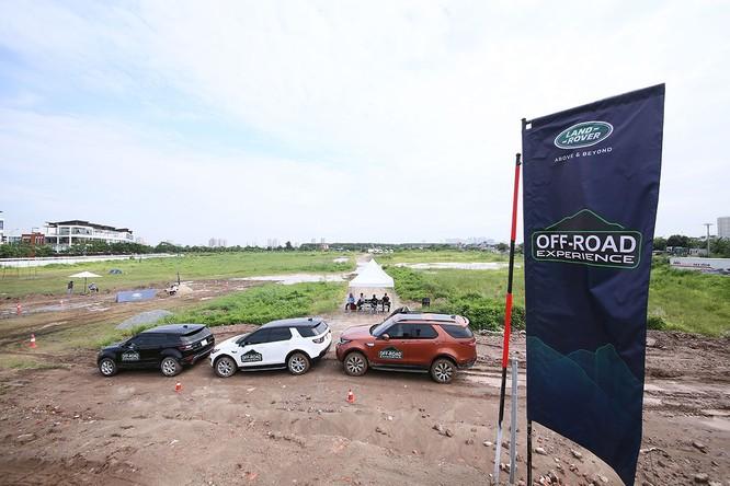Với Land Rover, một tay mơ cũng có thể trở thành một chuyên gia Off-road ảnh 1
