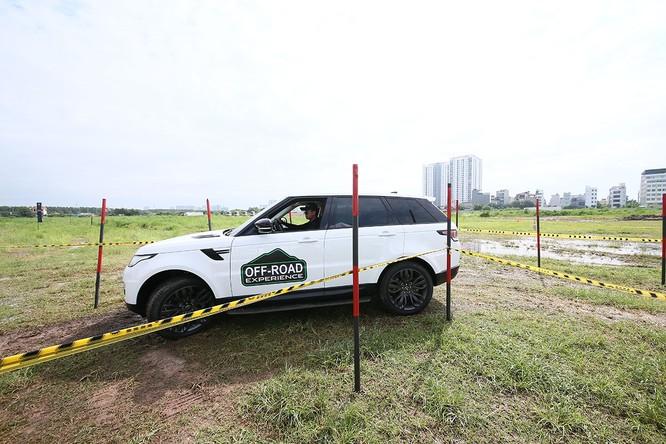 Với Land Rover, một tay mơ cũng có thể trở thành một chuyên gia Off-road ảnh 9