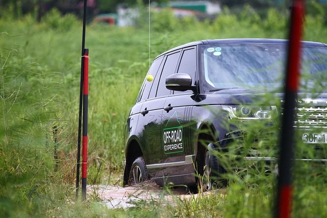 Với Land Rover, một tay mơ cũng có thể trở thành một chuyên gia Off-road ảnh 8