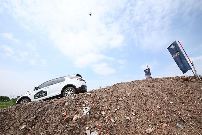 Với Land Rover, một tay mơ cũng có thể trở thành một chuyên gia Off-road ảnh 10