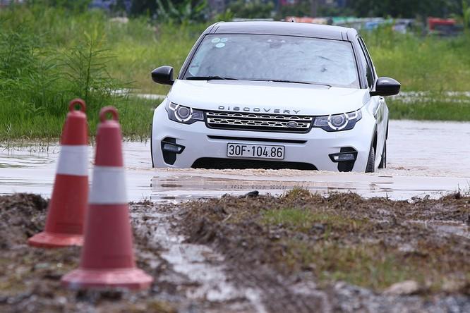 Với Land Rover, một tay mơ cũng có thể trở thành một chuyên gia Off-road ảnh 2