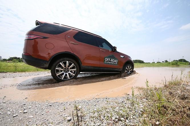Với Land Rover, một tay mơ cũng có thể trở thành một chuyên gia Off-road ảnh 11