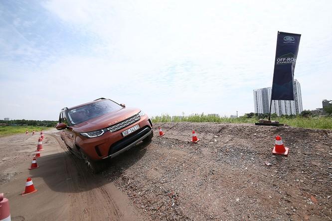 Với Land Rover, một tay mơ cũng có thể trở thành một chuyên gia Off-road ảnh 3