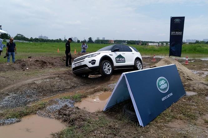 Với Land Rover, một tay mơ cũng có thể trở thành một chuyên gia Off-road ảnh 13
